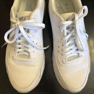 White Nike Air Max 90